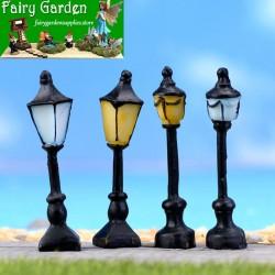 Vintage Streetlight Lamp Retro Mini Street Lamp Miniature Garden Ornament Streetlight Figurines Fairy Garden Decoration Resin Craft Light Micro Landscaping DIY Fairy Garden Accessories